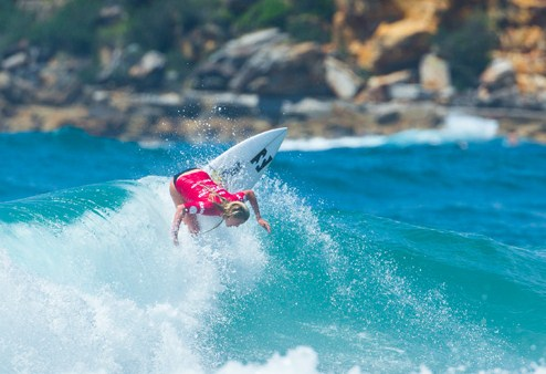 Surfing di green bowl bali