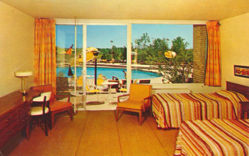 Villa Moderne Motor Hotel, Edens Highway (U.S. 41) At Lake Cook Rd.,  Highland Park, Illinois