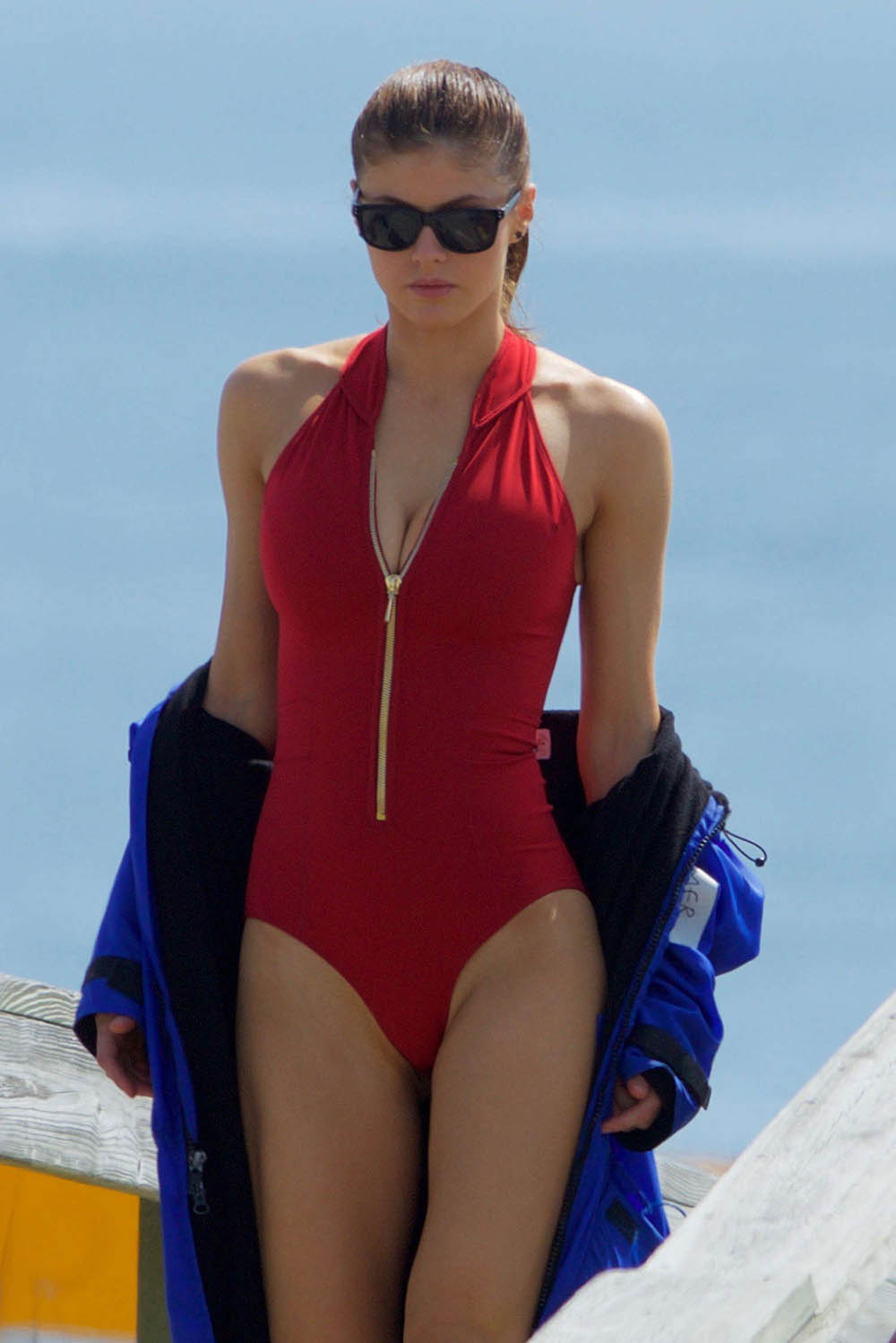 alexandria daddario sexy bikini pics 02