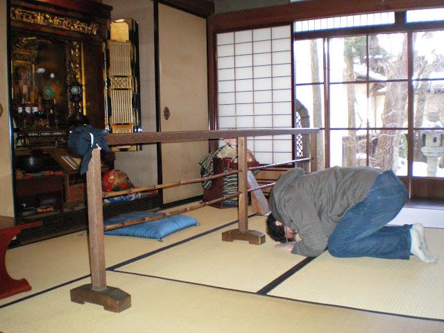 Rezando en Takayama