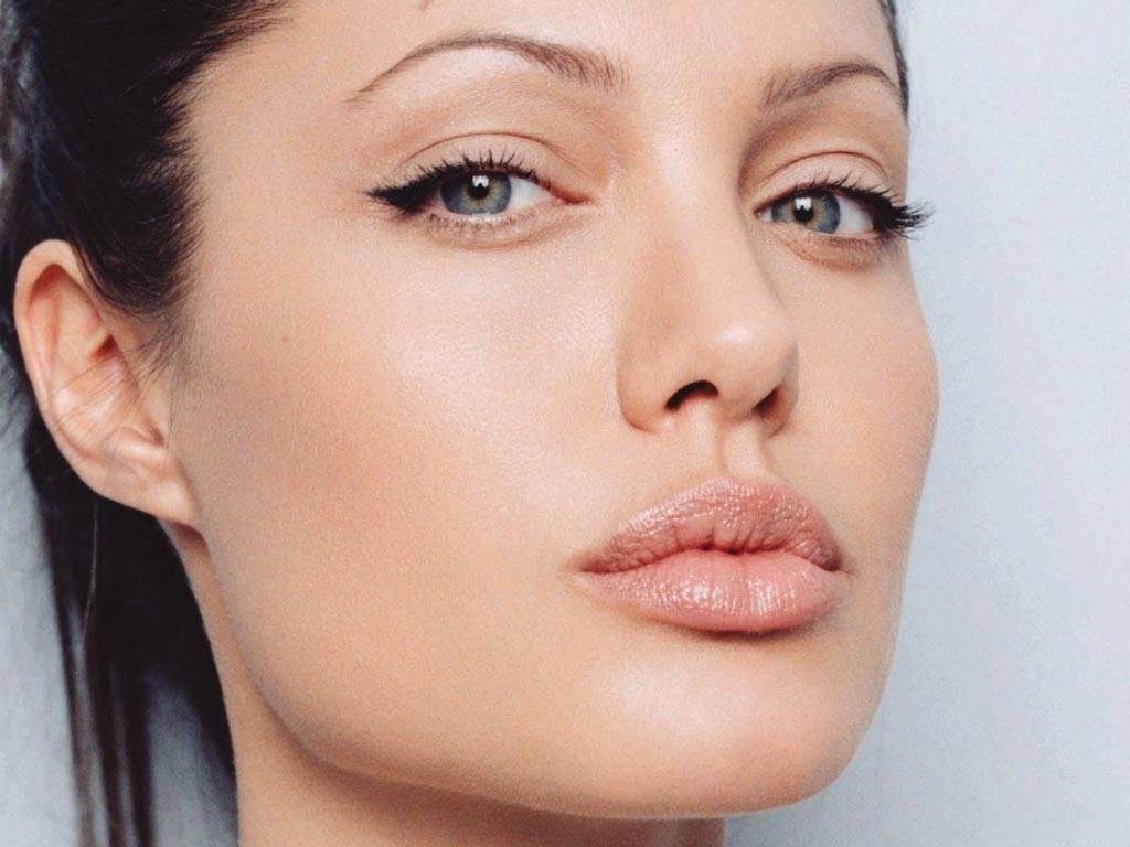 Angelina Jolie: Old Blog Reborn....: Angelina Jolie Biography & Hot Pics