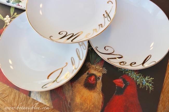 creative-christmas-gift-wrap-holiday-dessert-plates-jolly-merry-noel