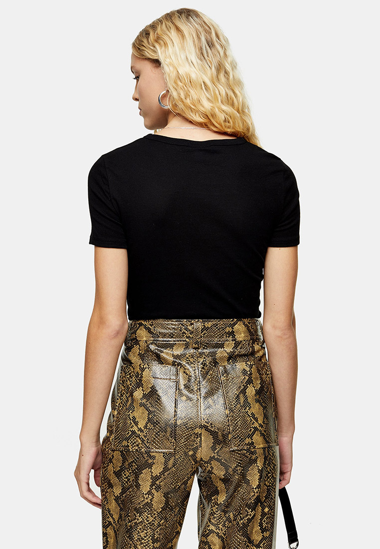Affordbale Under-$100 Spring Outfit Inspiration — Black Tee and Snake-Print Pants