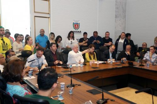 Após reunião com pais e diretores, governo anuncia novas medidas contra ocupações