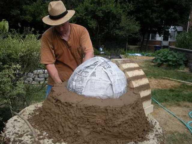 Tercer paso: Hacemos una cúpula y la cubrimos con adobe