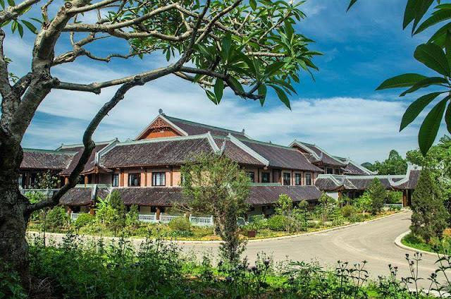Khách sạn Bái Đính được xây gần Điện Tam Thế sát khuôn viên chùa bái Đính