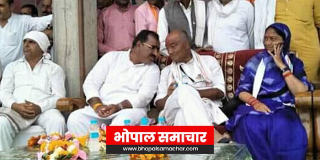 जो कर्मचारी किसानों से रिश्वत मांगे, उसके मुंह पर जूते मारो: कांग्रेस | HARDA MP NEWS