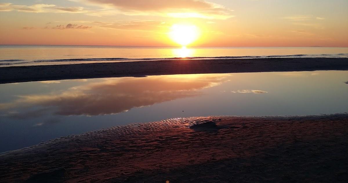Le nez en l 39 air le paysage du jour coucher de soleil sur la plage de l 39 espiguette - Coucher du soleil montpellier ...