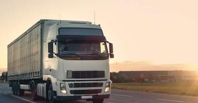 caminhão volvo branco