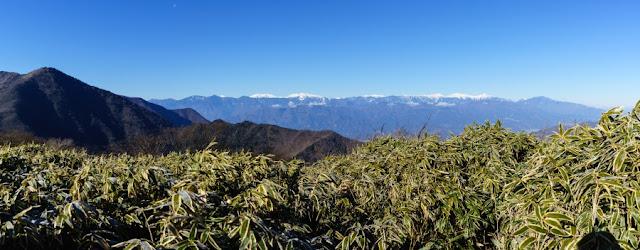 山梨百名山・竜ヶ岳から望む南アルプス