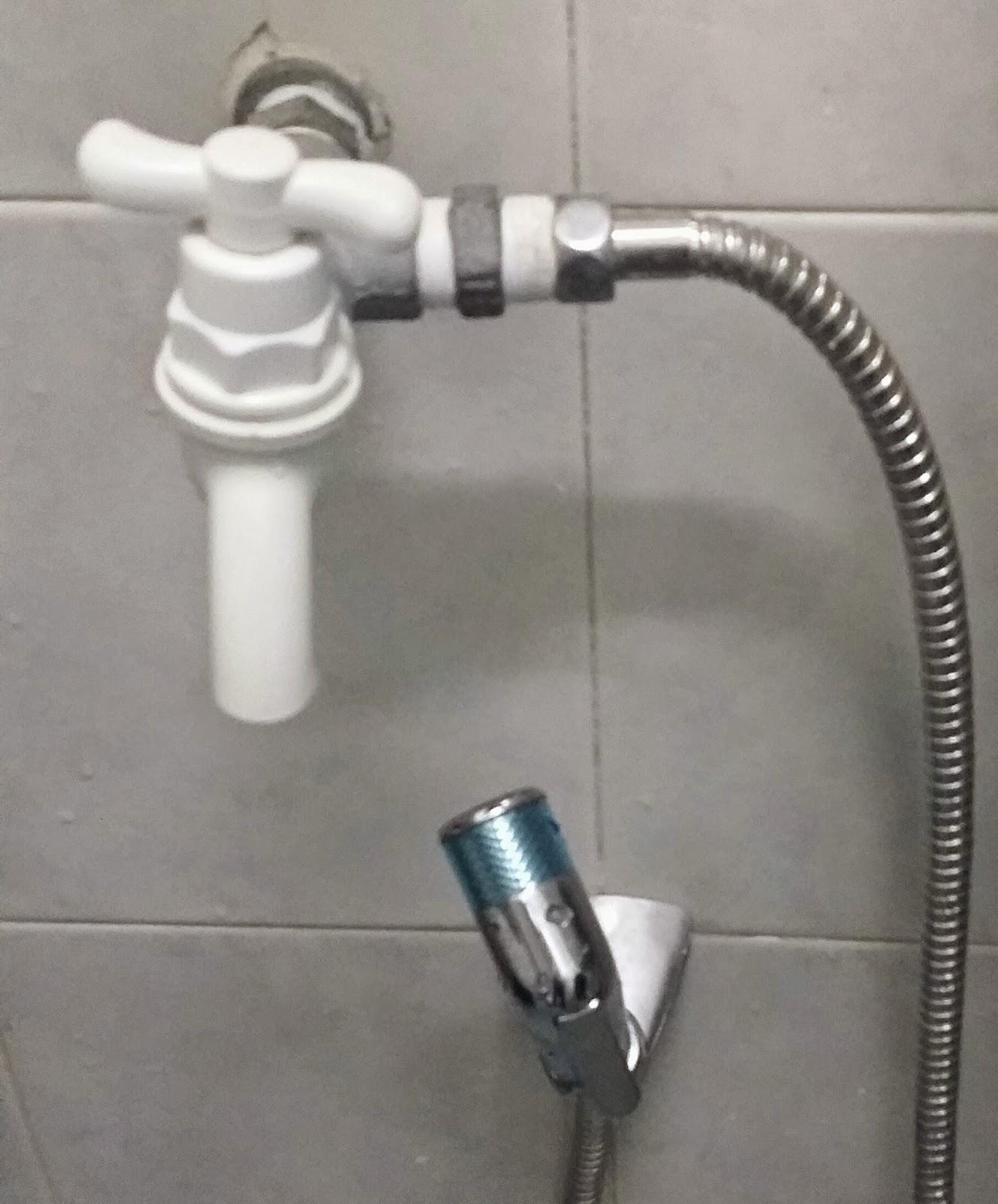 2017 Ada Kontraktor Datang To Check Leaking From The Bathroom In Master Bedroom Wei Orang Suruh Bukannya Pi Cabut Kepala Paip