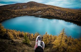 Membaca blog  Travelling; Bisa Plesiran Sambil Ngemil Mendoan