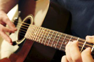 Hướng dẫn Cách chọn mua đàn Guitar cho người mới học