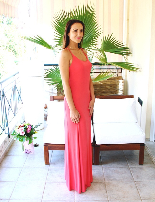 Lynne holiday lookbook: Glam Night dress outfits.Lynne By Katerina Kainourgiou.Lynne φορέματα.Coral pink Lynne maxi dress.