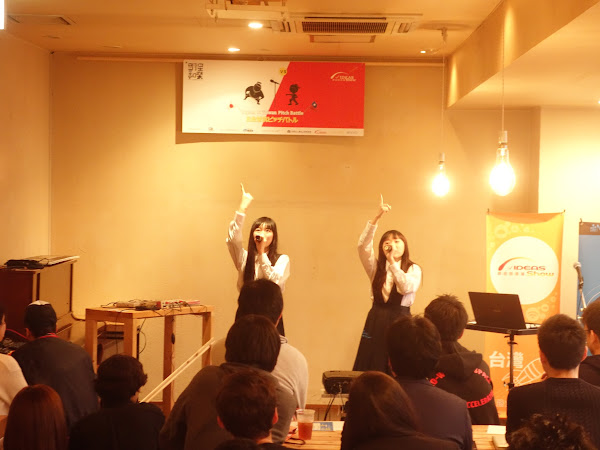 (圖說:2人組饒舌少女團體帶來開場表演。攝影:陳凱爾)