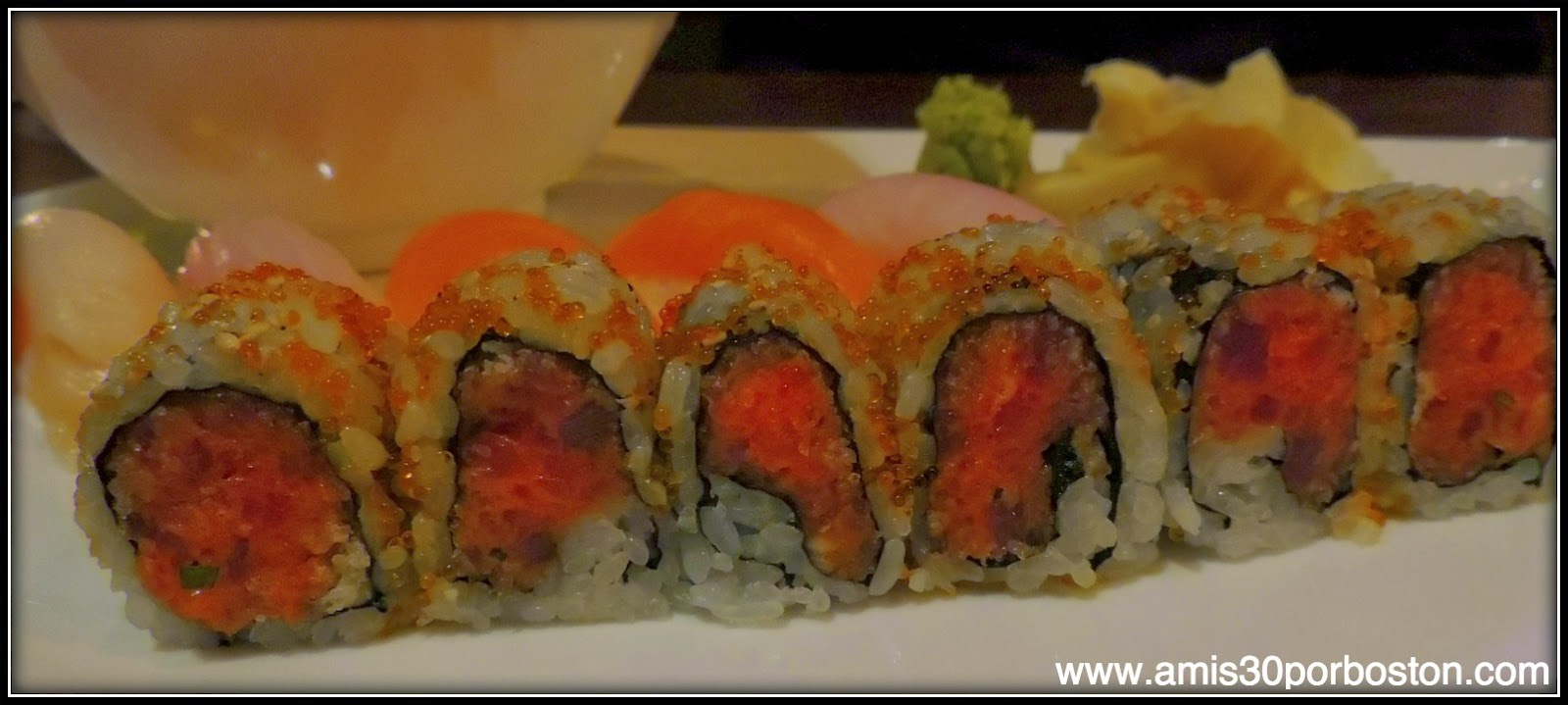 Sushi and Sashimi Set: 10 piezas de Sashimi: Un Spicy Tuna Roll