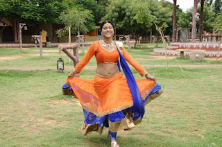 Akshatha Navel Show from Nanbargal Narpani Mandram Movie 3.jpg