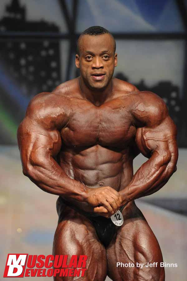 muscle lover chocolate bodybuilder from dubai essa obaid