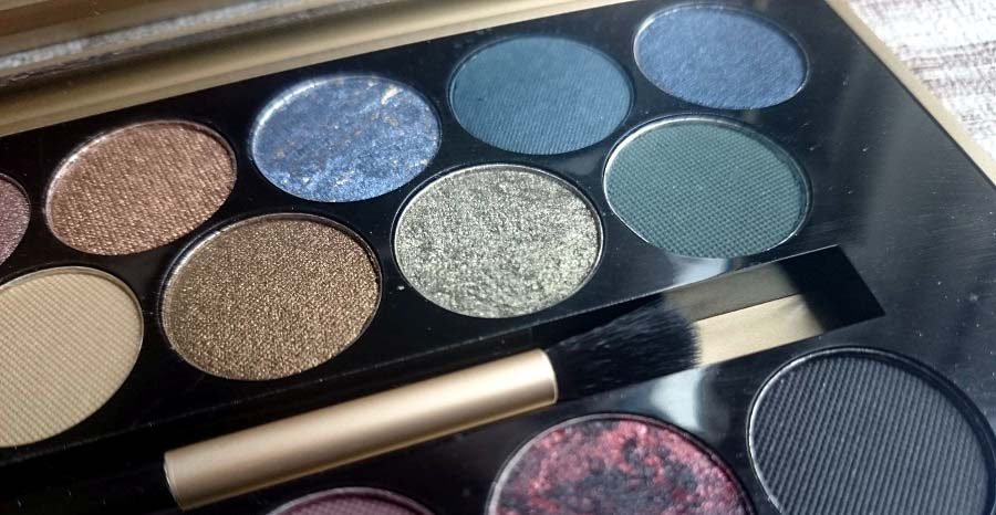 Makeup Revolution Eyeshadow Palette Fortune Favours The ...