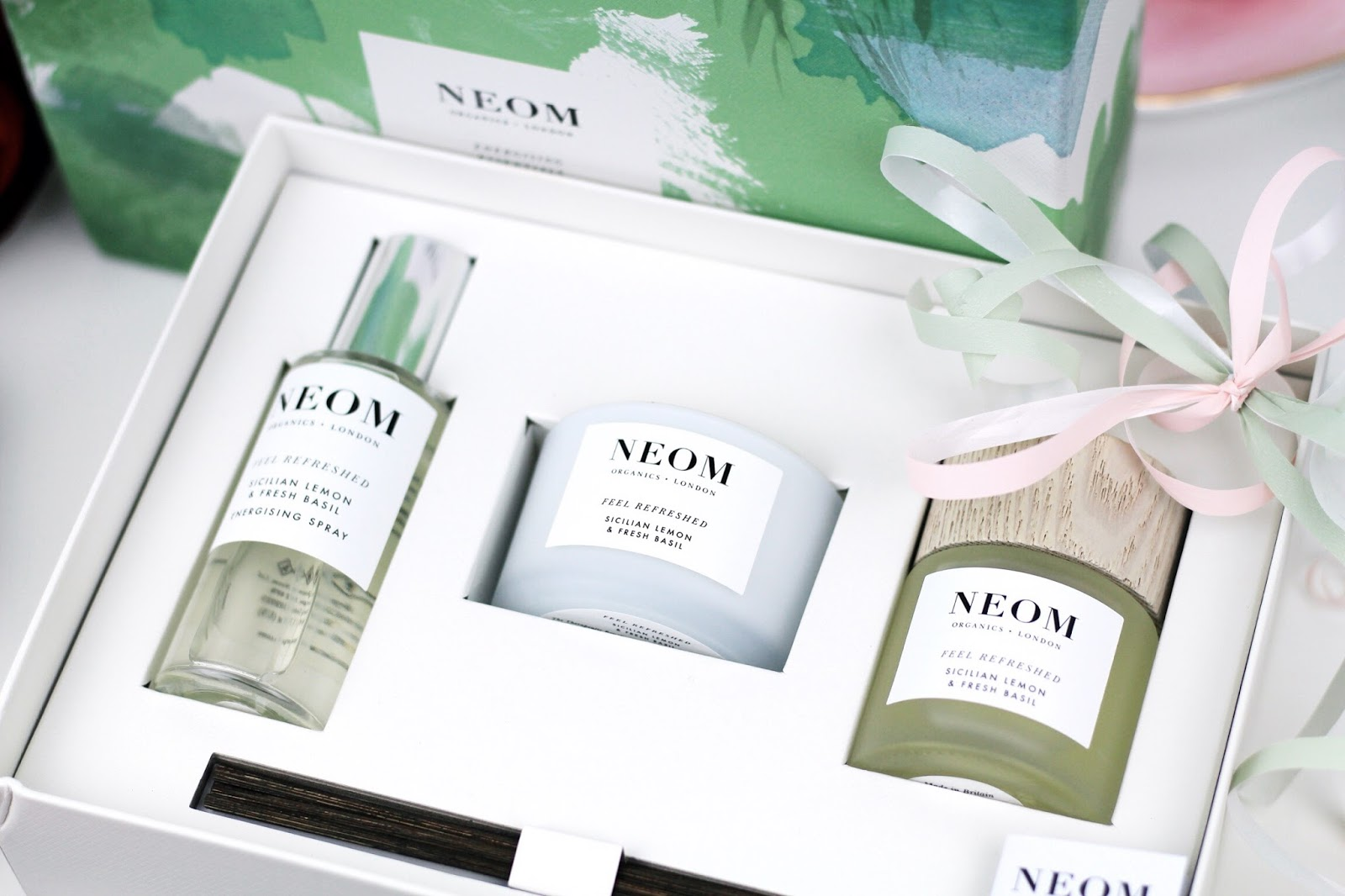 Luxury gift set Feel Refreshed by Neom