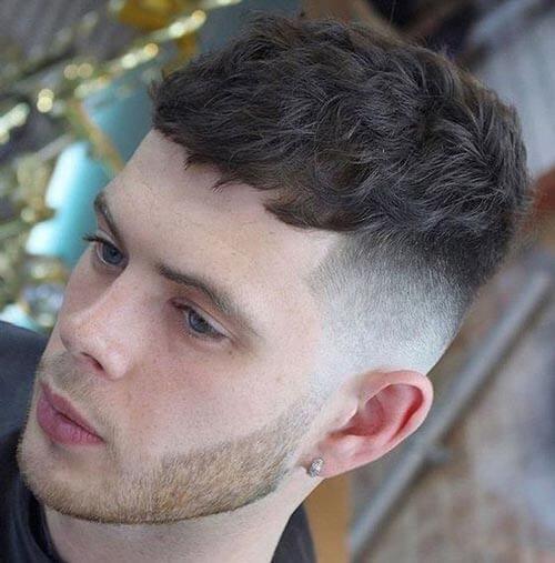 cabelo masculino cacheado caeser