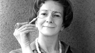 Wisława Szymborska e le sue poesie La gioia di scrivere Si dà il caso che io sia qui Alice Milani Felice con un libro