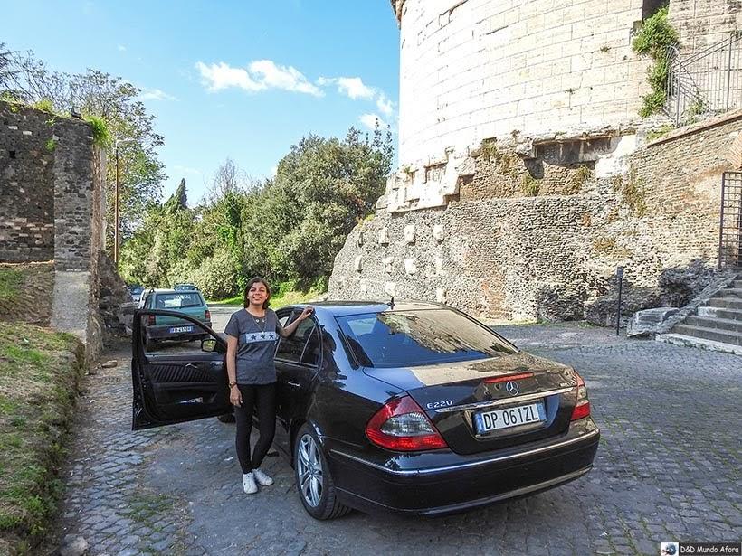 Na Via Appia com a Elmocar - Transfer em Roma em Português