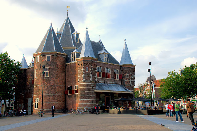 De Waag atau The Weigh House