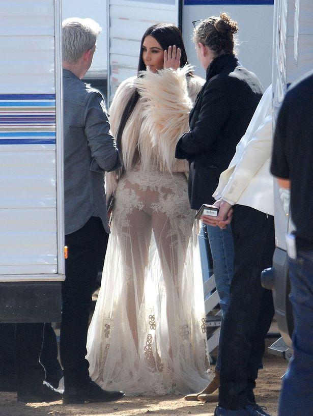 FAMEFLYNET-Kim-Kardashian-Films-New-Scenes-For-Oceans-Eight-In-Los-Angeles (2).jpg