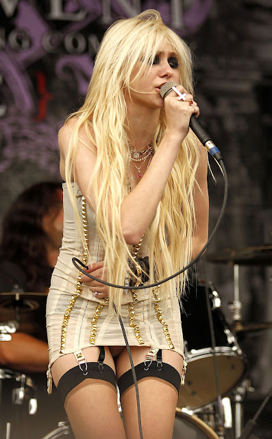 Taylor Momsen  HOME and TRENDs