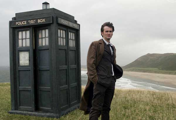 The tenth Doctor (played by David Tennant) and the TARDIS via foobella.blogspot.com