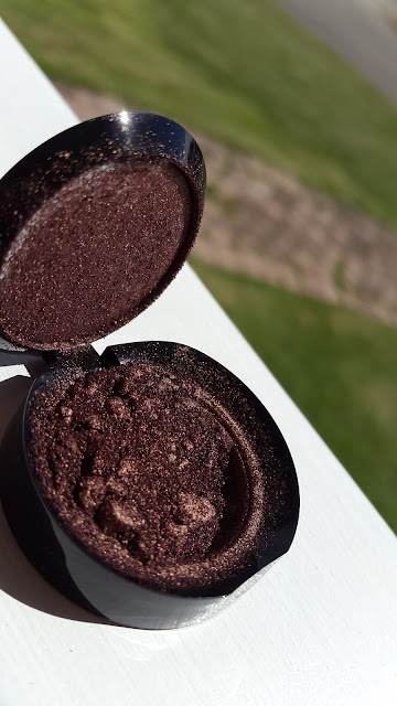 Ardency Inn 'Rose Gold' pigment - www.modenmakeup.com