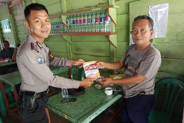 Brigadir Anggre Sebar Brosur Rekrutmen Anggota Polri 2018