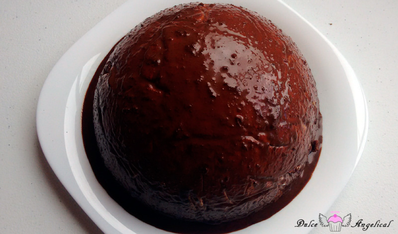 Receta de la tarta bomba de chocolate blanco y negro