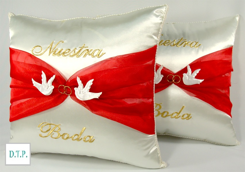 detalles todo party  doves and rings kneeling pillows