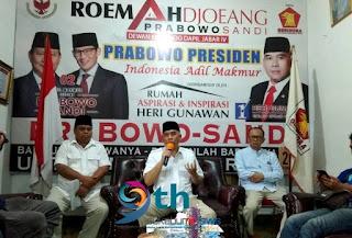 Heri Gunawan saat melakukan jumpa pers di Rumah Aspirasi dan Inspirasi Heri Gunawan di Jl. Arif Rahman Hakim, Kota Sukabumi, Kamis (19/4/19). (Foto: dok.      : Azis R./sNews)