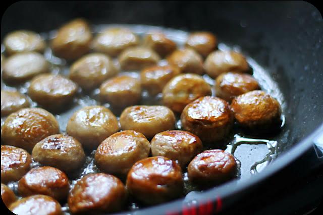 Hühnerfrikassee mal richtig und die Kunst, goldgelbe Champignons zu braten | Arthurs Tochter kocht von Astrid Paul
