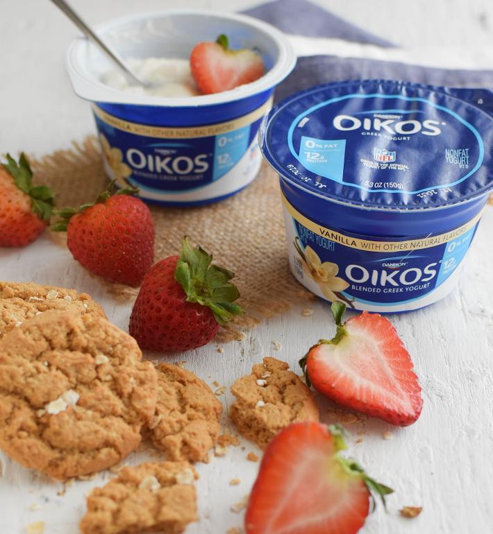 Yogurt griego descremado como fuente de proteínas, calcio y vitamina D