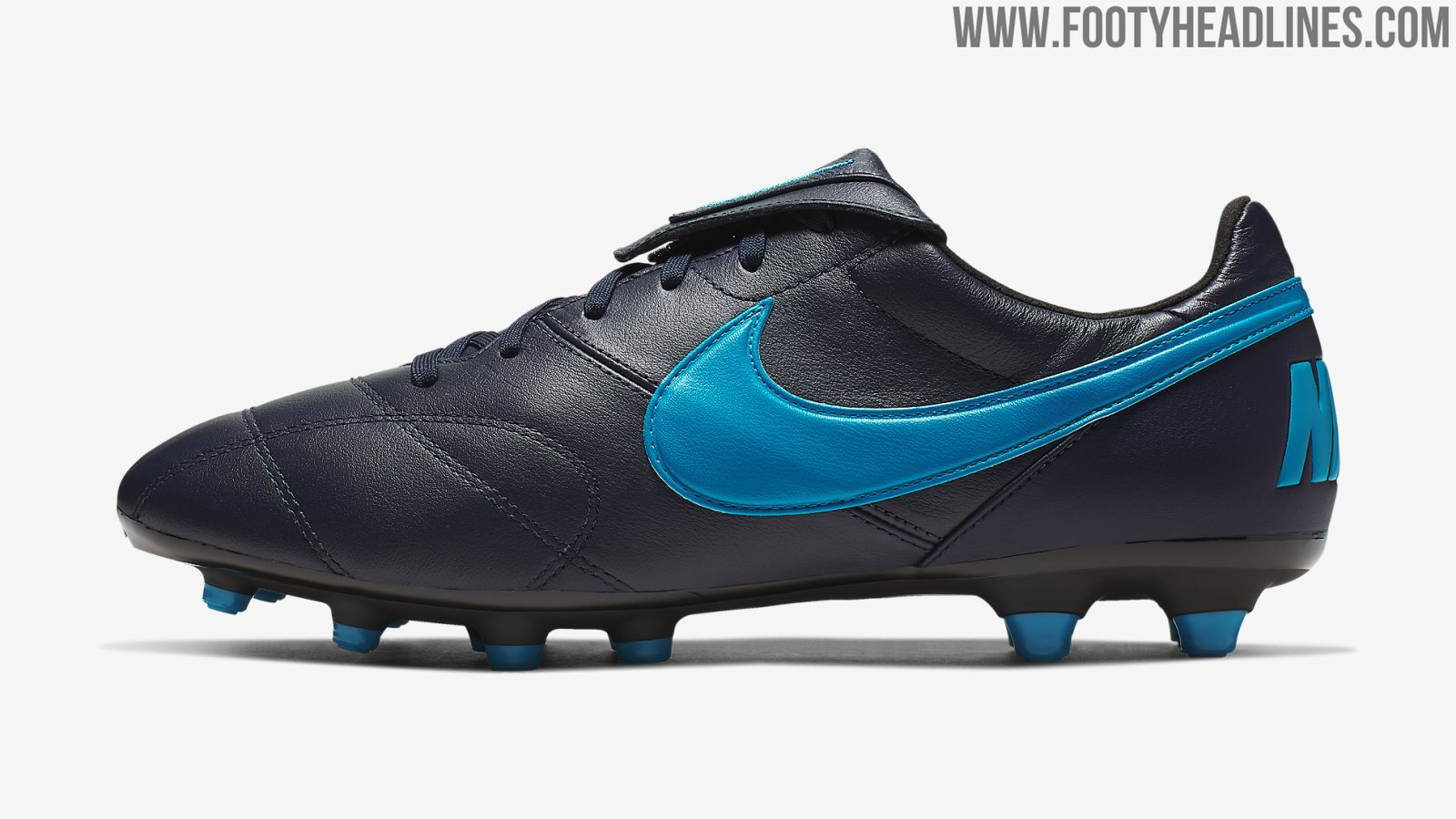 Dunkelblaue Nike Schuhe