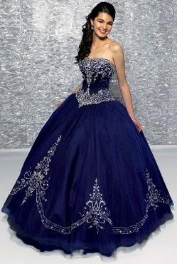 Foto de mujer con vestido de quinceañera color azul