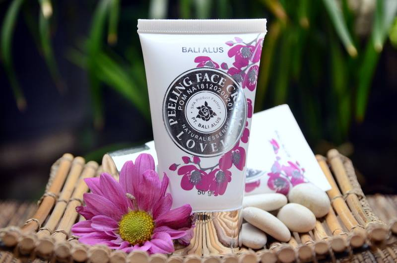 daftar merek brand perusahaan kosmetik produk makeup artist terkenal populer terbaik indonesia beauty advisor blogger vlogger review artis mua review remaja aman apakah halal kandungan bahan kapster salon beauty advisor beautician
