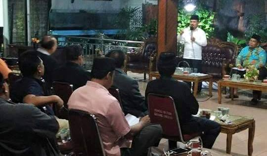 Untuk Memacu Kinerja SKPD Bupati Ali Mukhni Gelar Rapat Dengan SKPD Hingga Pukul 04.00 Wib Pagi.