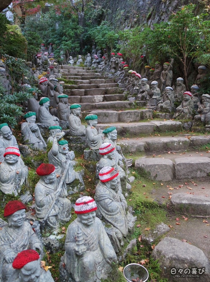 Escalier et statues, temple Daisho-in, Miyajima, Hiroshima-ken