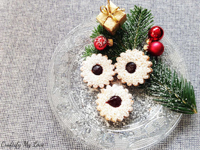 https://craftifymylove.com/2018/12/12/spitzbuben-german-christmas-cookies