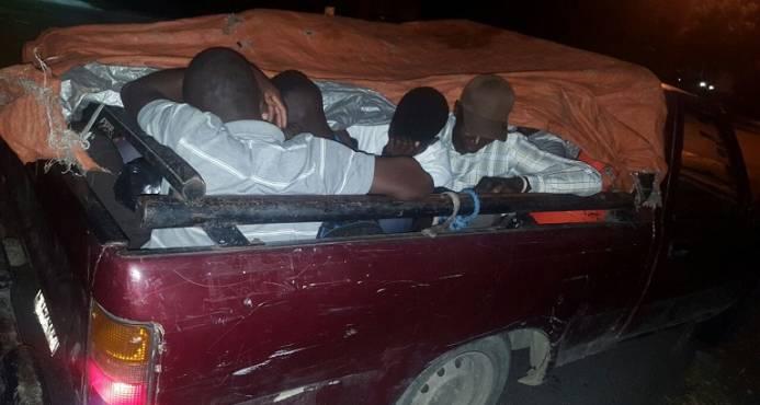 Detienen en el  cruce de Cabral camioneta que transportaba a nueve indocumentados