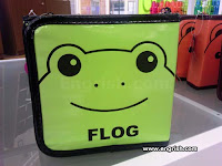 frog handbag wallet is a flog
