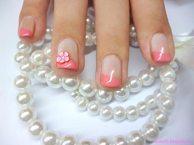 http://tiamels.blogspot.de/2013/09/nails-tahitian-pearl-und-peachy-pink.html