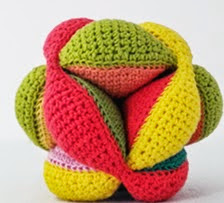 http://amigurumisfanclub.blogspot.com.es/2014/06/amish-puzzle-ball.html