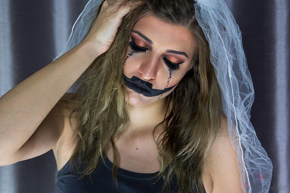 Halloween Pumpkin Bride Augen geschlossen