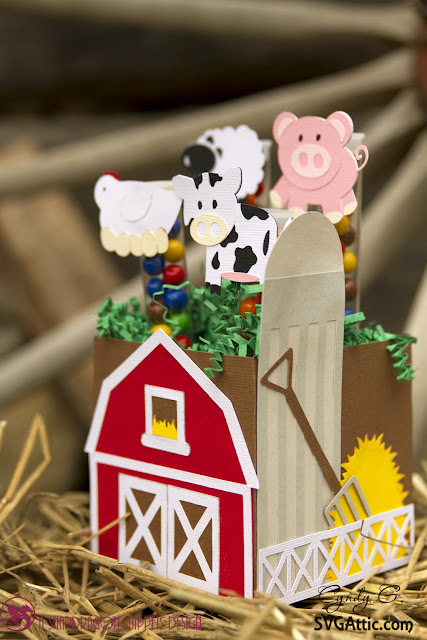 Barn box with pig, sheep, chicken and cow